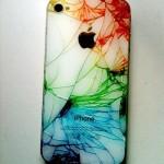 発想の転換が良い。割れたiPhoneに色を入れた画像が素敵。