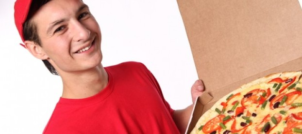 delivery--cap--red-t-shirt--pizza-delivery_3257793