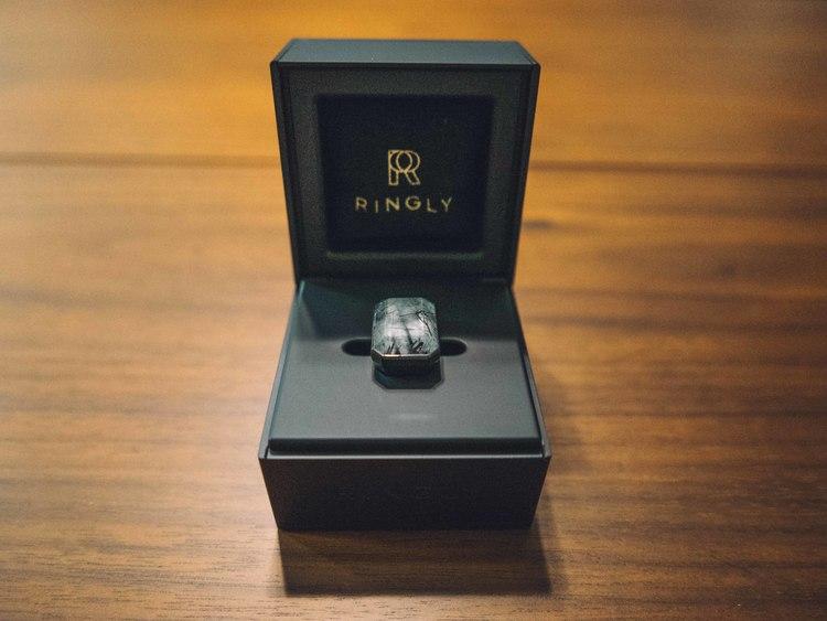 Ringly-charging-box