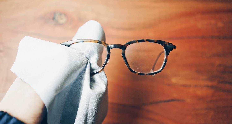 メガネ拭きには東レの『トレシー』が便利!マイクロファイバーでさっと拭くだけ視界良好。