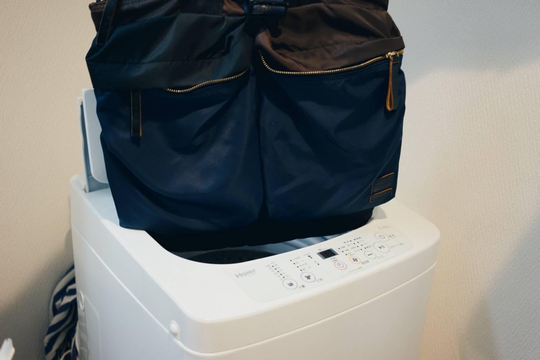 5bbe7265f04b ものぐさな人なら「ナイロンなら洗濯機に放り込んじゃえ」と思うかもしれませんが、これは絶対にNG。