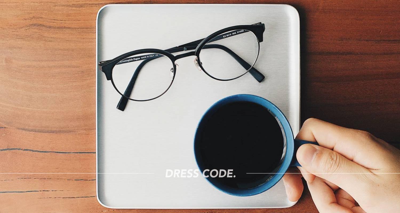眼鏡を美しく置く。「KAYMET(ケイメット)」のアルミトレイを購入。
